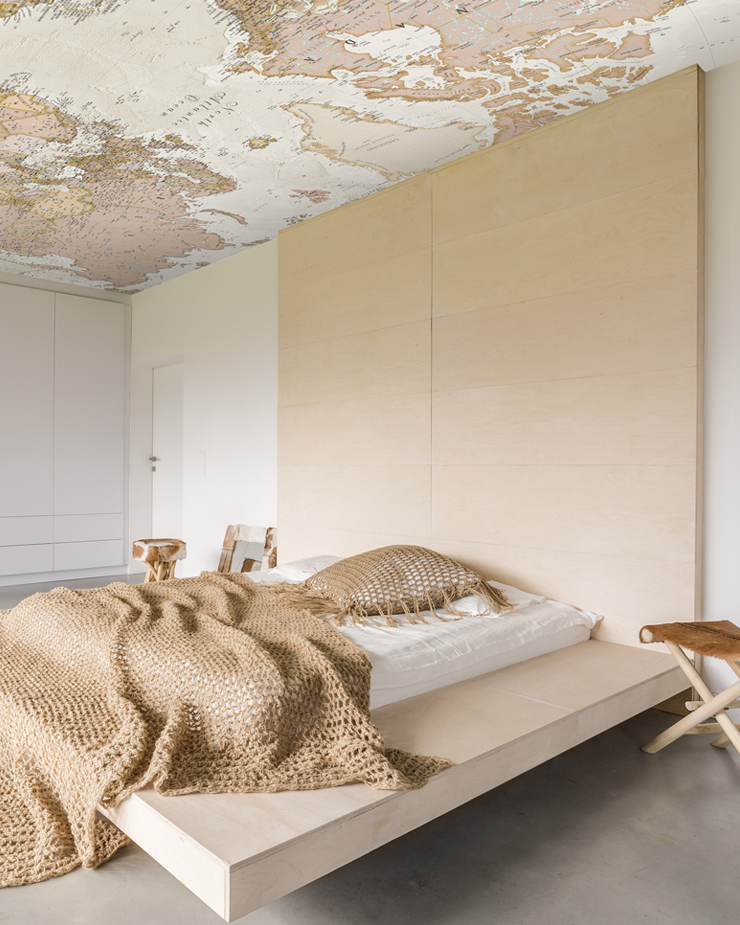 ceiling-wallpaper-in-bedroom