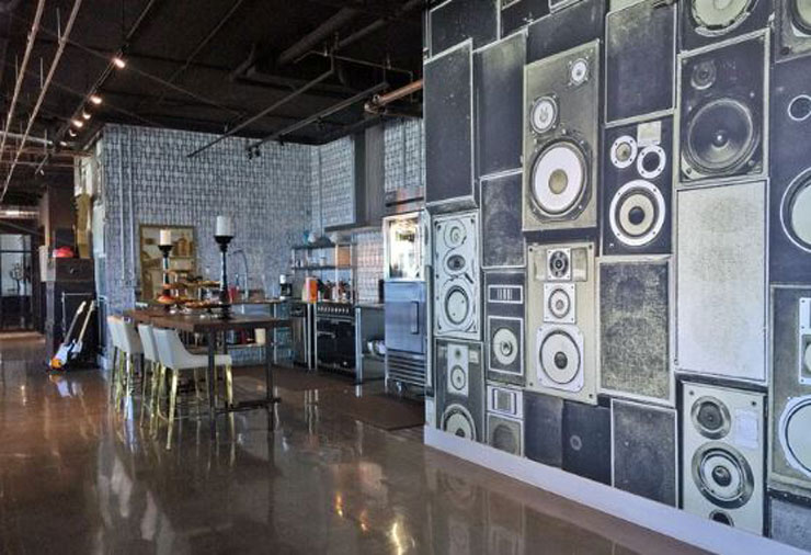 Speakers-wallpaper-in-open-plan-kitchen