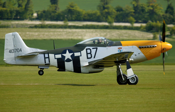 P51 Mustang Ready for Action mural wallpaper