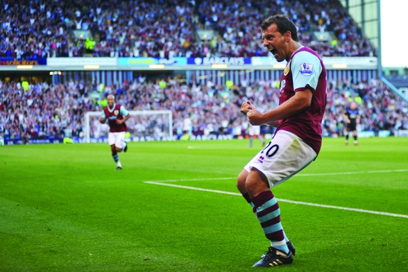 Robbie Blake Celebration, Burnley v Man Utd wallpaper mural