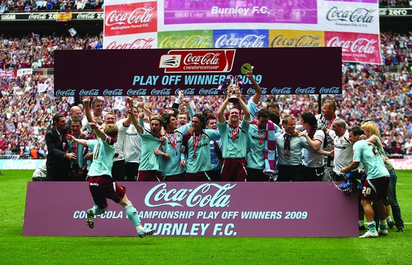 Play Off Winners Celebration 2009 mural wallpaper