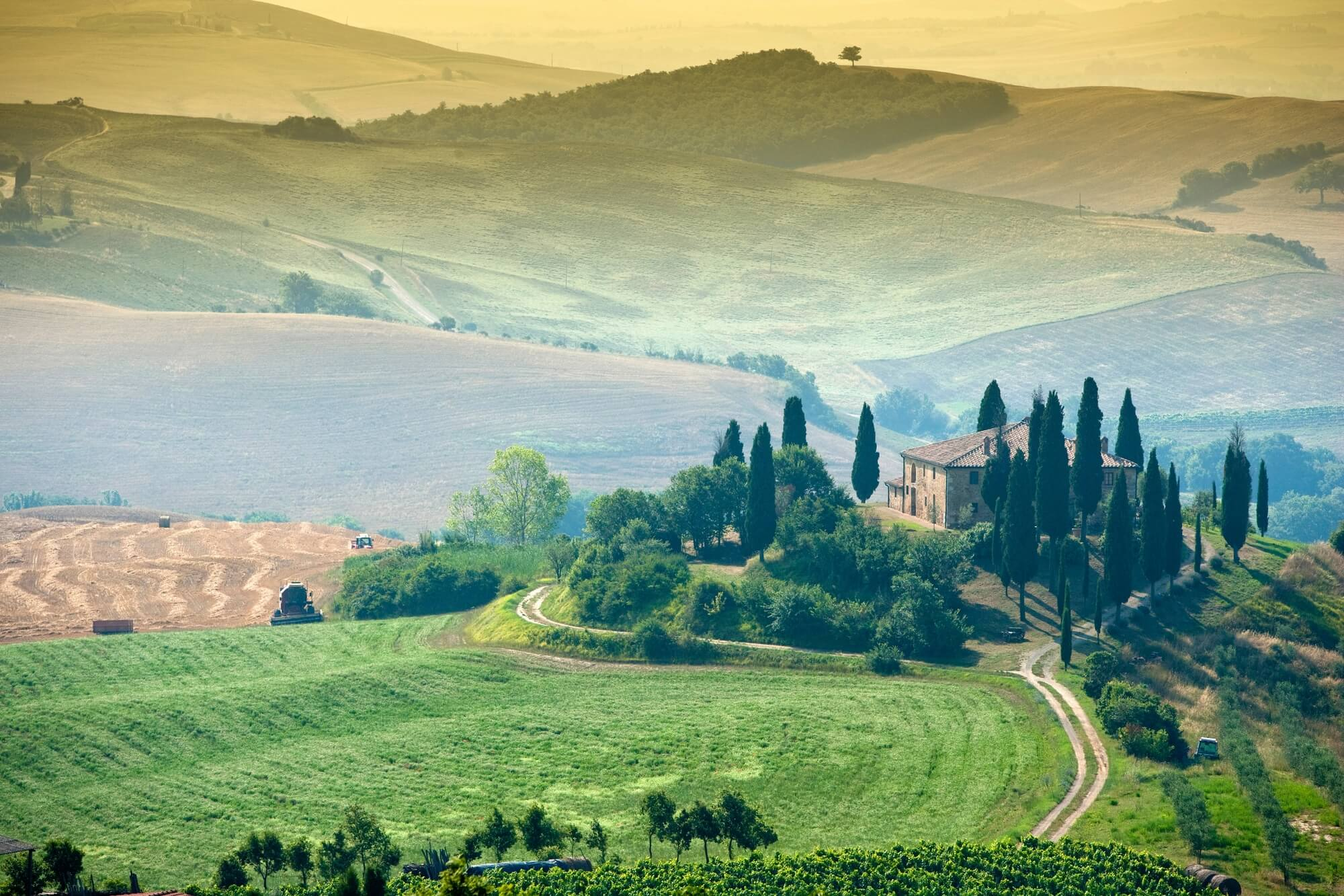 rural tuscany wall mural tuscan farmhouse photo wallpaper