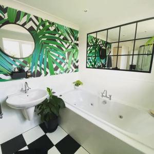 leaf pattern wallpaper in bathroom