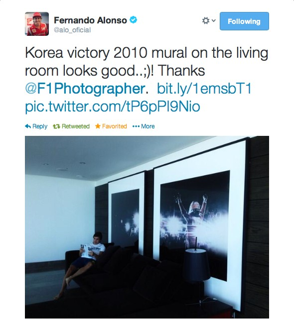 Fernando Alonso at home with his wallsauce wall mural