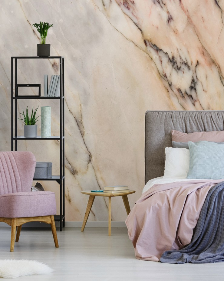 luxe-decor-bedroom-with-marble-mural