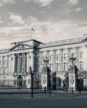 Buckingham Palace B/W wallpaper mural thumbnail