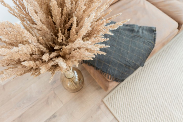 Organic decorating style with pampas grass