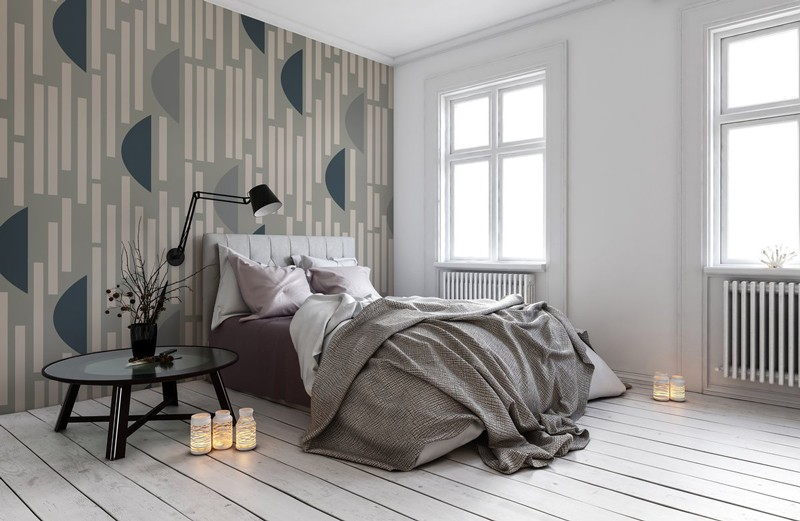 Grey-patterend-wallpaper-in-bedroom