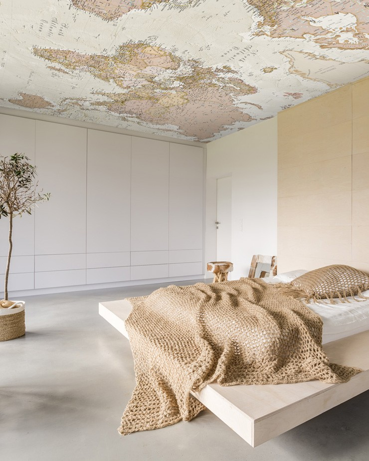 map-wallpaper-on-ceiling