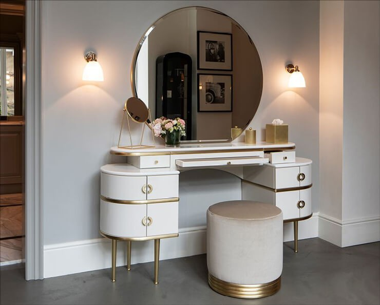 dressing table with round mirror in white and gold colours